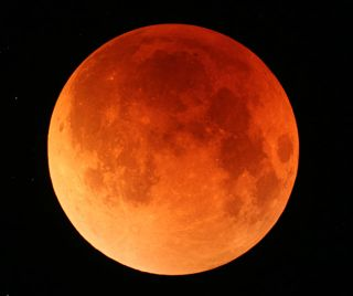 Lunar Eclipse Dazzles Skywatchers