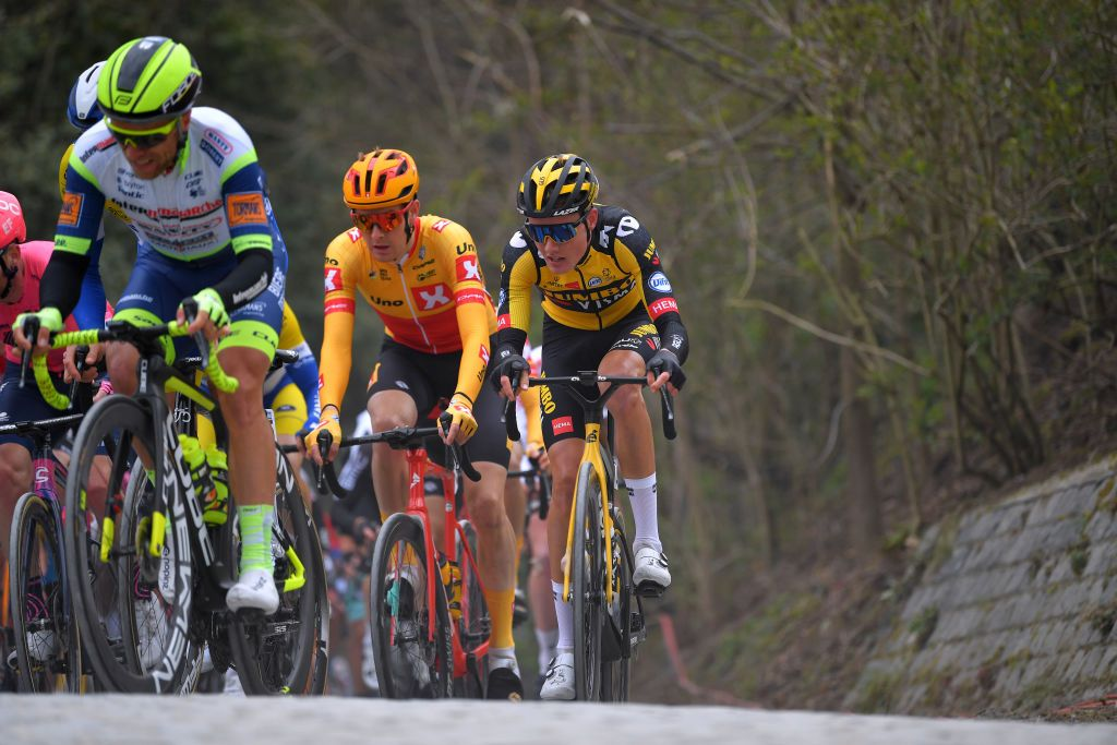 Gijs Leemreize disqualified for illegal riding position at Brabantse Pijl