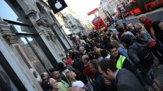 iPhone 5 wait could see Apple miss targets