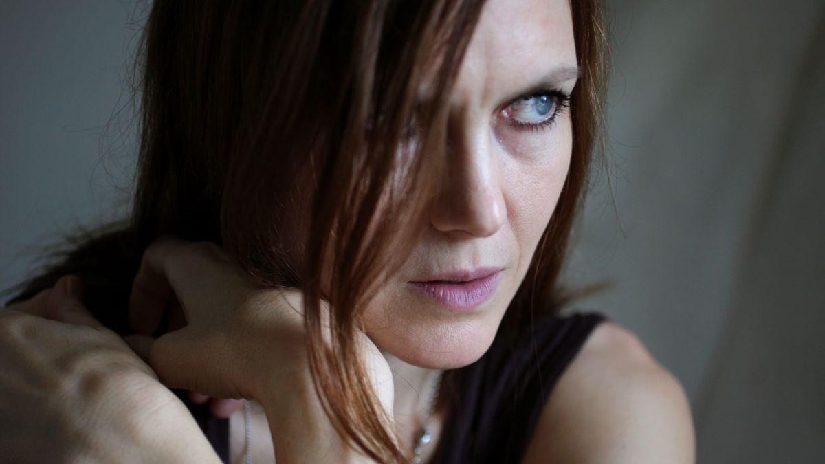 """""""What Drives Anyone Who Has Obsessive-Compulsive Leanings?"""" Juliana Hatfield Talks Creativity and Songwriting"""