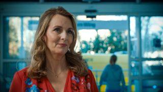 Debra Stephenson plays Jeni Sinclair in Holby City