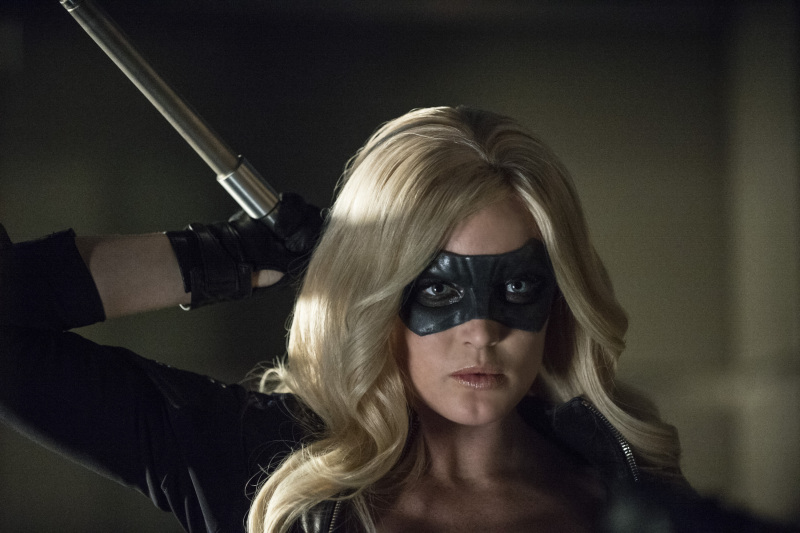 Arrow Season 2 Finale Trailer And Photos Show Heroes, Tension And Big Trouble For... #31271