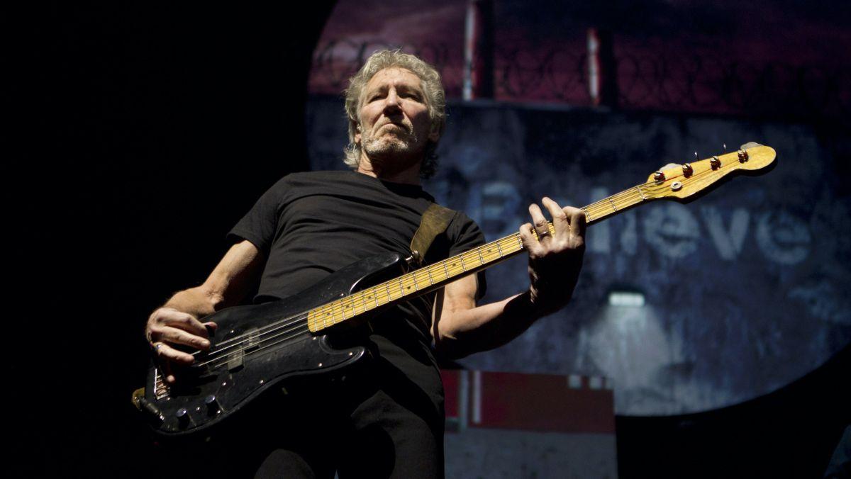 Did David Gilmour play half of Pink Floyd's basslines?