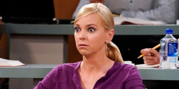 anna faris christy looking surprised on mom