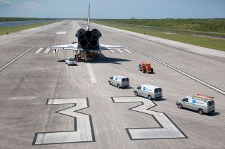 Mock orbiter Inspiration on runway at KSC