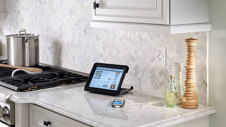 Kitchen with USB outlet