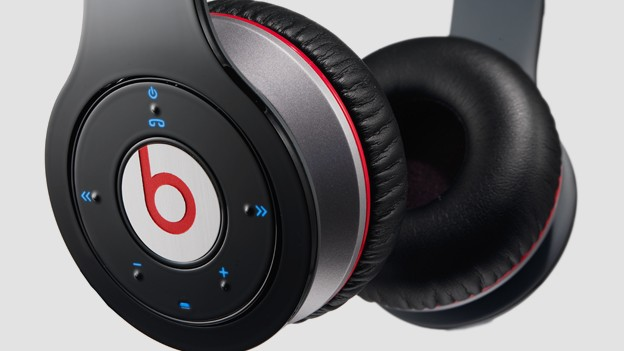 ae2f979b37d We got out hands on the new premium Beats headphones sans cable.