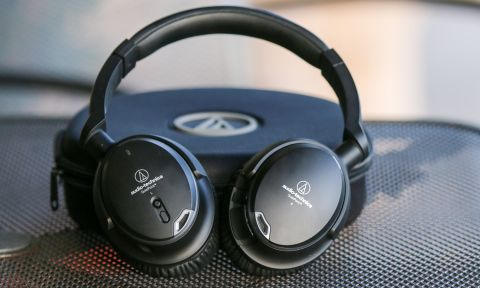 1a4e94a69ec The Audio-Technica ATH-ANC9 headphones offer balanced sound without any  frills but with superior noise-cancelling performance.