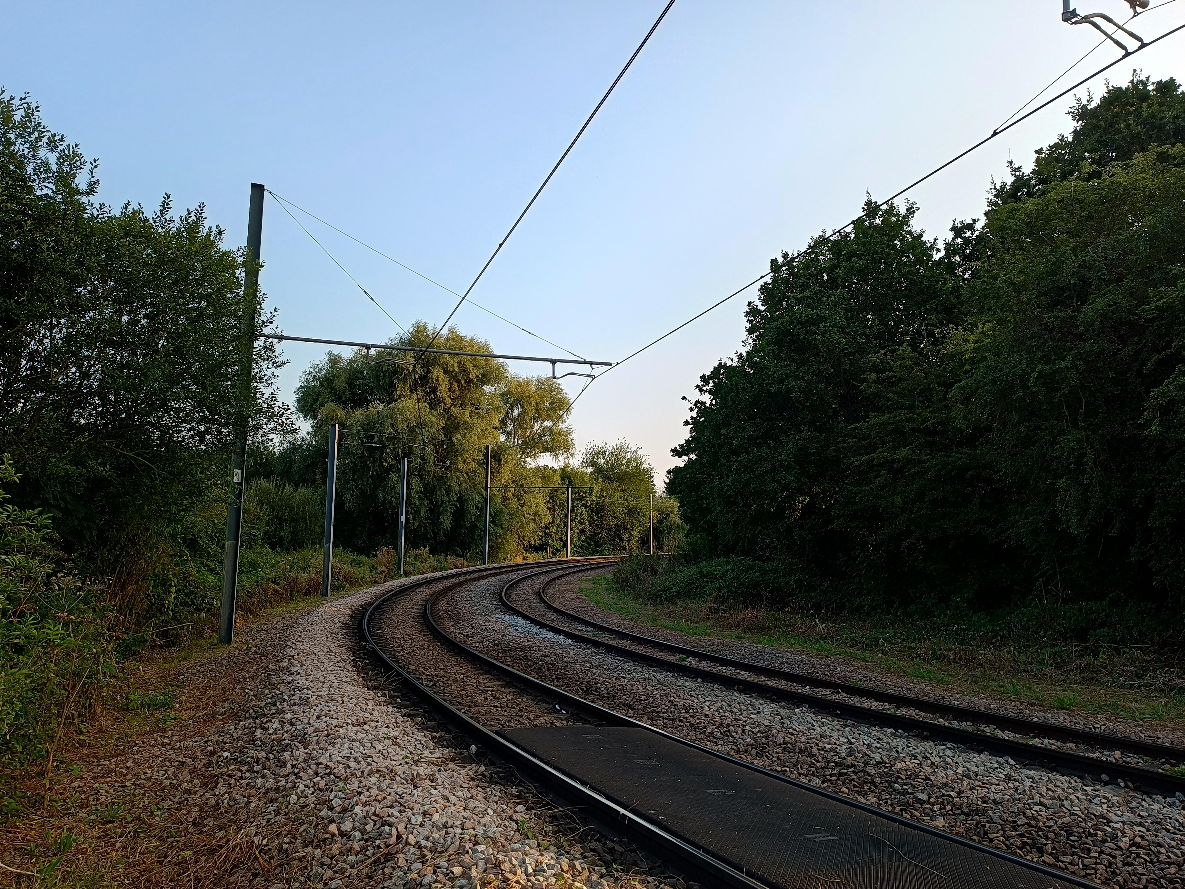 A photo of a railway line taken by the Motorola Edge 20 Lite