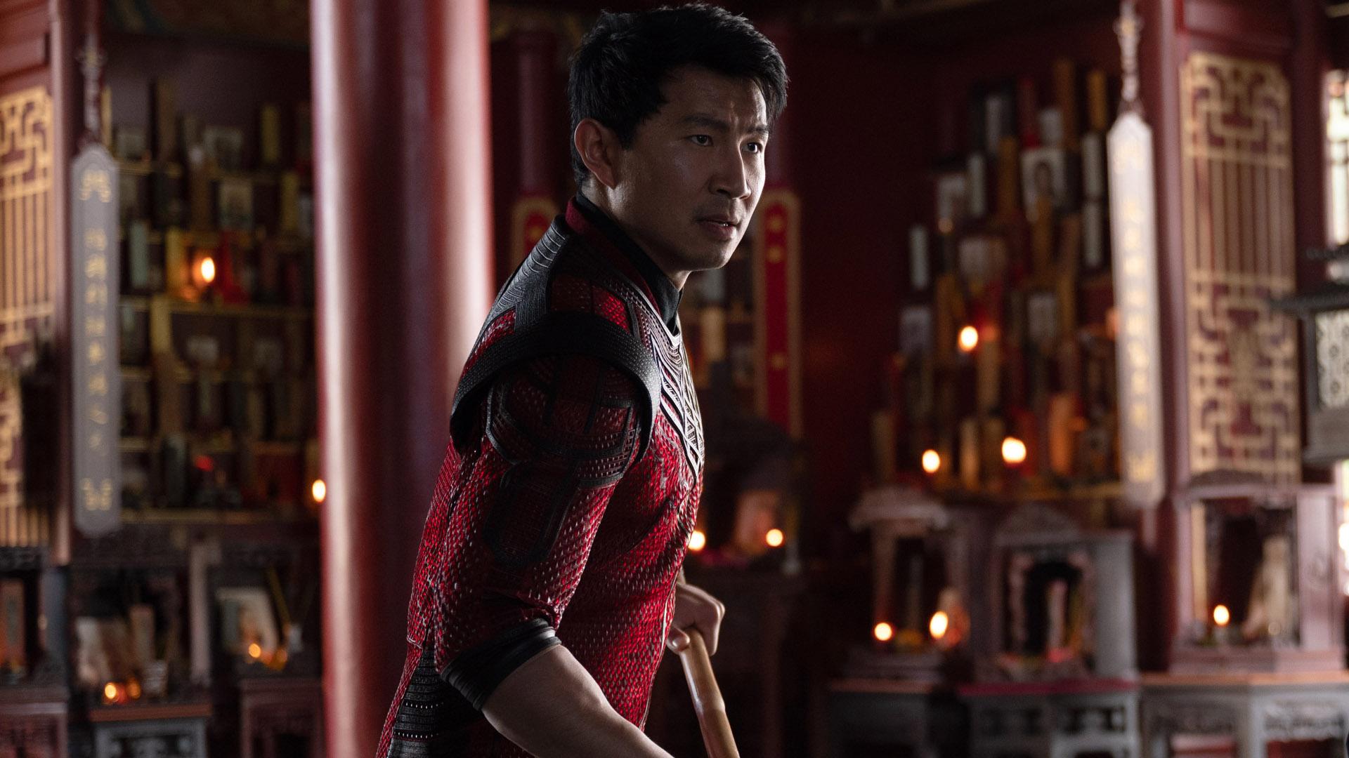 Simu Liu prepares to fight in Marvel's Shang-Chi movie