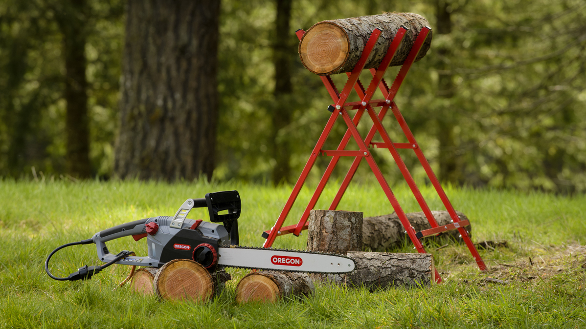 Electric Chainsaw Oregon CS1500 18 in 15 Amp Self Sharpening High Powered