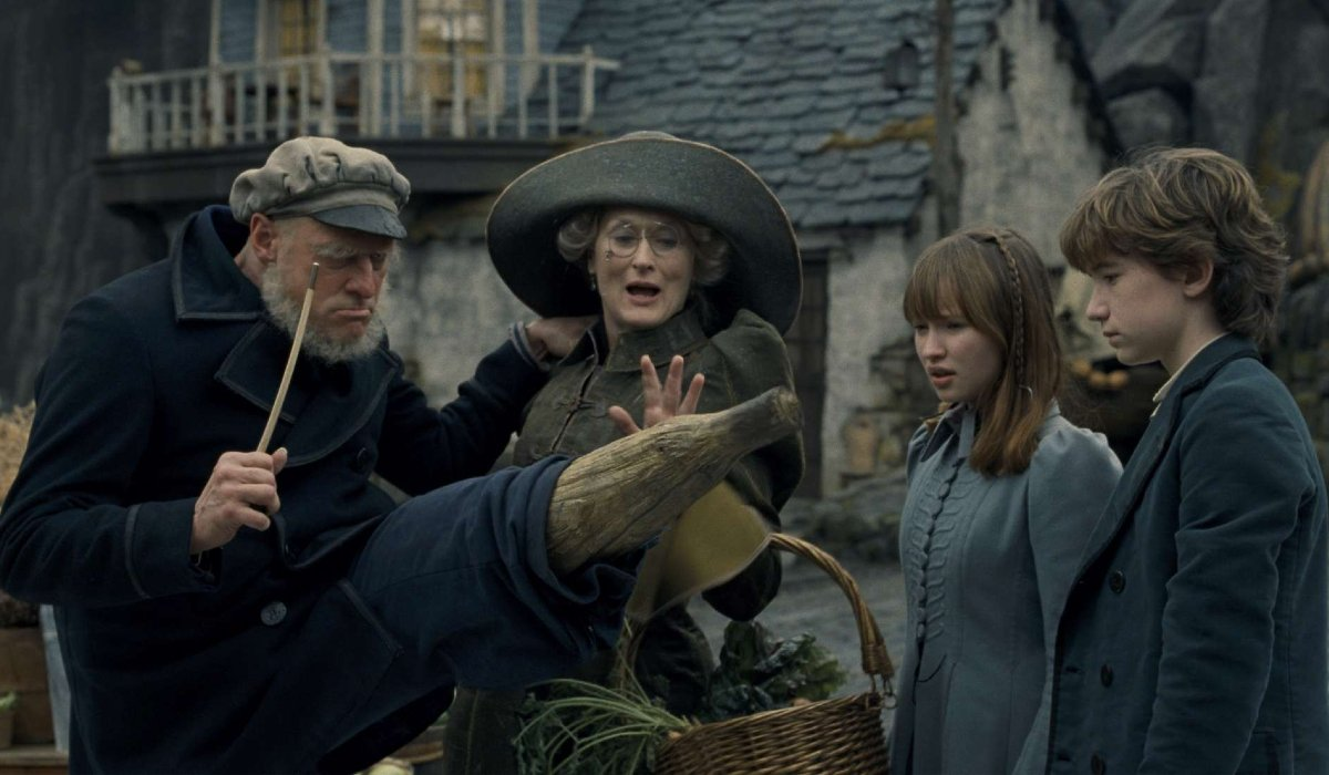 Lemony Snicket's A Series of Unfortunate Events Jim Carrey shows off his peg leg to Meryl Streep