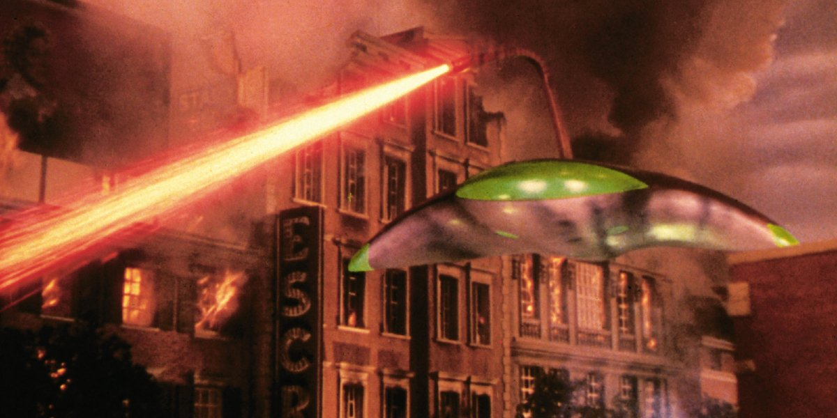 Martians invade Earth in War of the Worlds (1953)