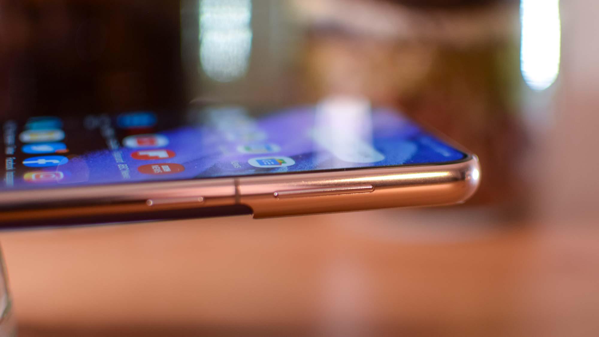 OnePlus 9 vs. Samsung Galaxy S21