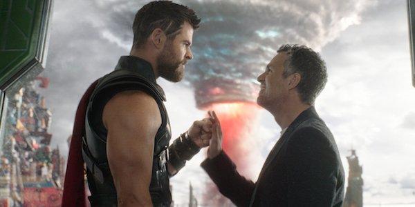 Thor: Ragnarok Chris Hemsworth Mark Ruffalo fistbump gone adorably wrong