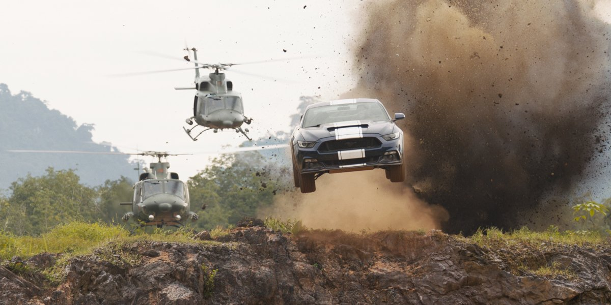 F9 helicopsters chase a car