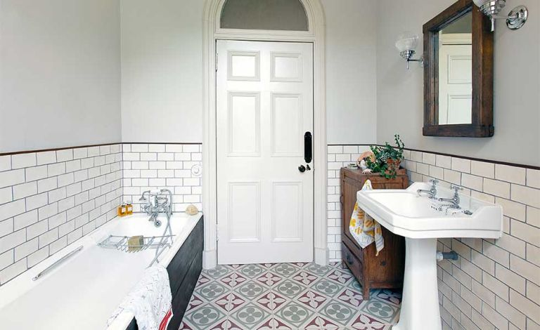 Choosing the right size tiles for a small bathroom | Real Homes