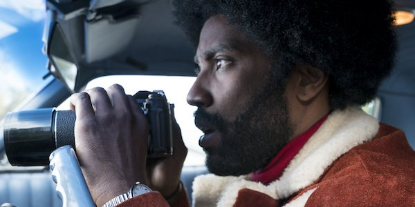 Blackkklansman John David Washington Ron Stalworth holding binoculars