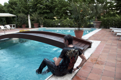 Frank Schleck falls in swimming pool 3