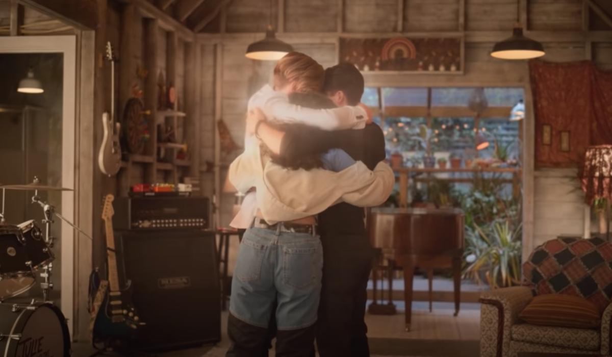 julie and the phantoms season 1 finale hug screenshot netflix
