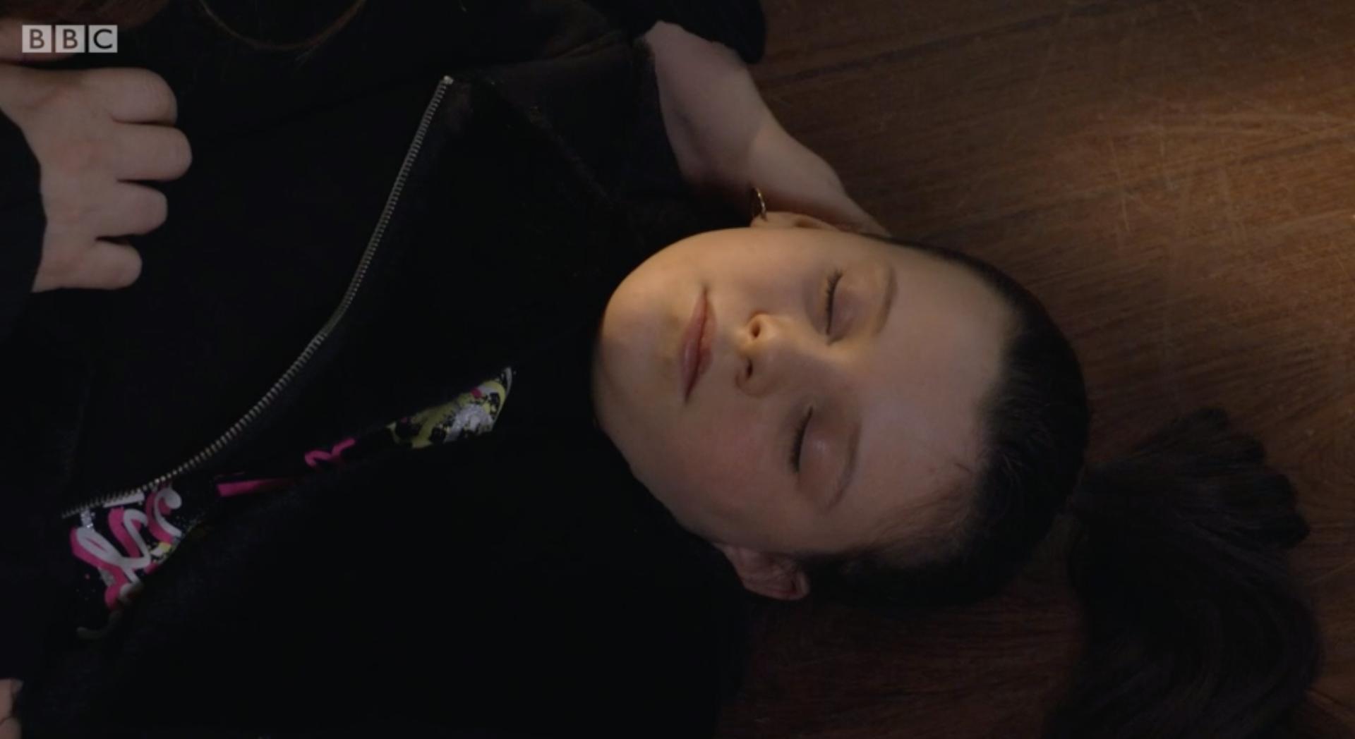 Lily Slater cae por las escaleras en EastEnders