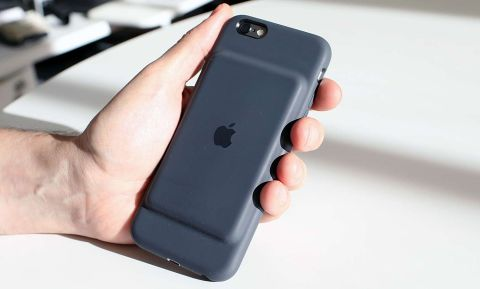 best loved a18d2 9847b Apple Smart Battery Case Review   Tom's Guide