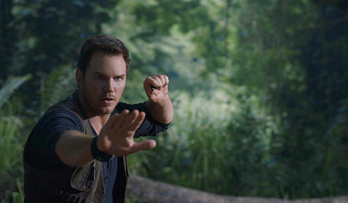 Jurassic World: Fallen Kingdom Owen Grady giving Blue hand signals