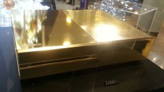 That's it, we're out of gold puns: 24 carat gold Xbox One hits Harrods