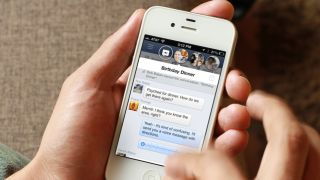 Optimistic Facebook 'in talks' with Apple about Facebook Home for iPhone