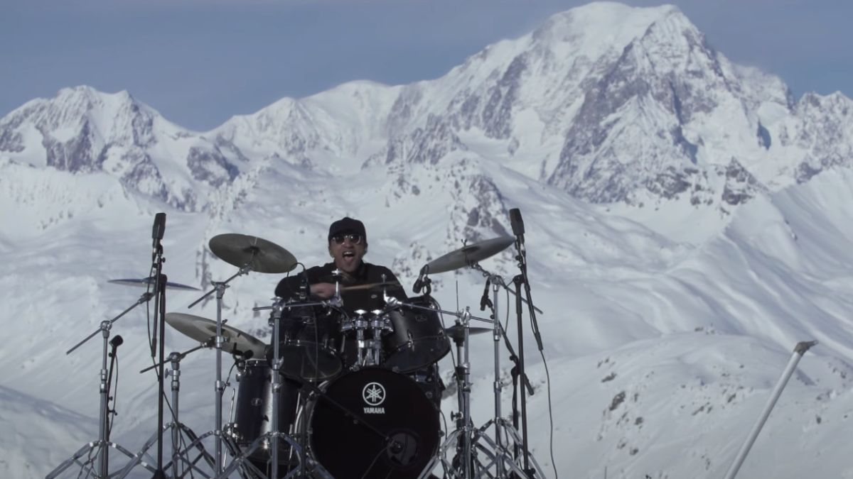 Watch Manu Katché perform a solo in the middle of The Alps