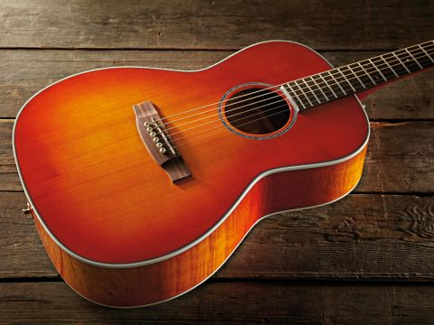 The EG630S-VV's solid spruce top sports an attractive amber finish.