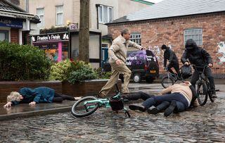 Audrey Roberts is attacked and mugged in Coronation Street!