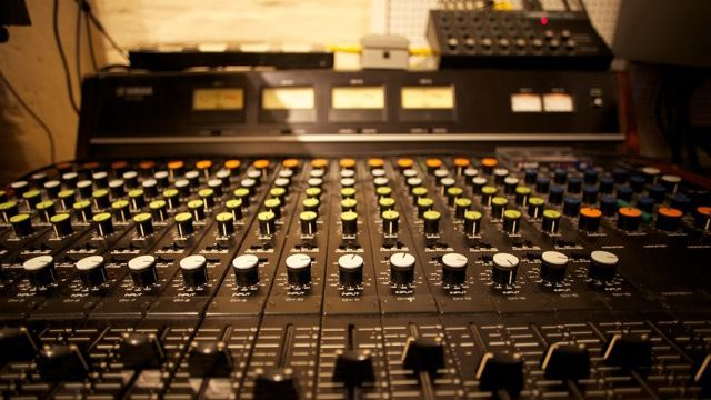 Your first session recording in a studio: 6 essential basic tips for success