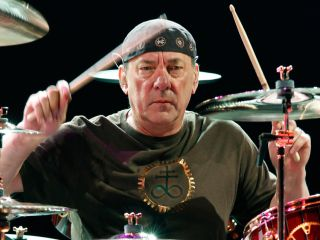 Rush's drum master Neil Peart finished off Drum Solos Week on the Letterman Show in smashing style