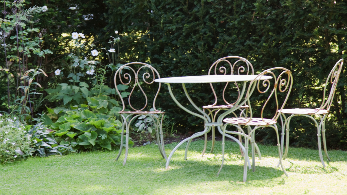 This hack to clean rusty garden furniture uses an unconventional product you have in your cupboard