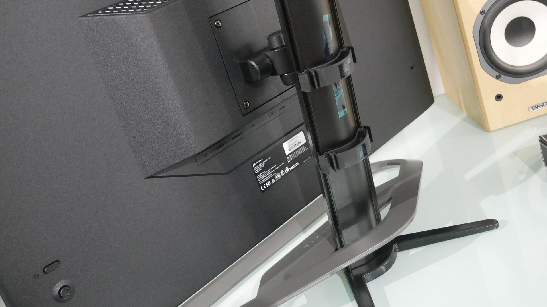 Corsair Xeneon 32QHD165's die-cast aluminium stand