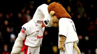 Cyril the Swan, Zampa the Lion