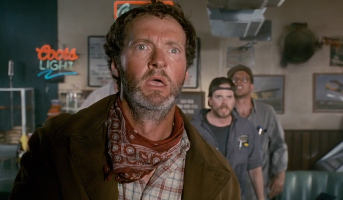 Independence Day Randy Quaid looks out the window shocked