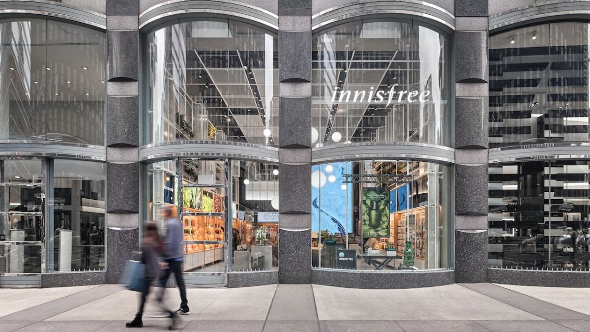 NanoLumens ENGAGE Display Drives Traffic at Midtown Manhattan Store