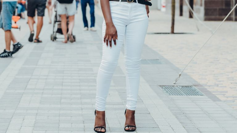 woman wearing white jeans