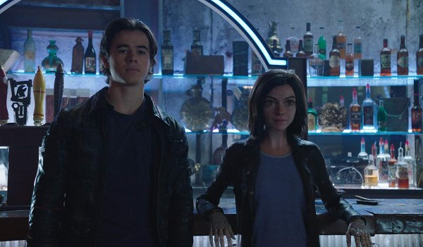 Alita: Battle Angel Hugo and Alita leaning against the Kansas bar