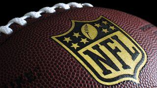 Amerikansk football med NFL-logo