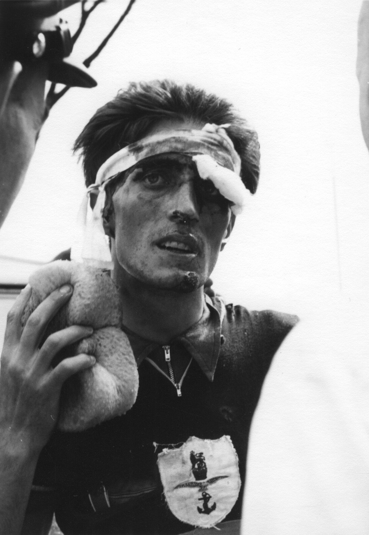 ... Olympian and four-times-stage-winner <b>Jim Hinds</b> tries to bandage himself ... - David-Bartram1