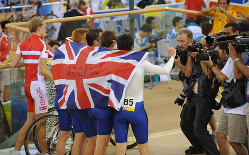 Great Britain team pursuit celebrate Olympics 2008