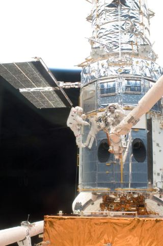 Astronauts to Try Complex Repair on Hubble's Broken Main Camera