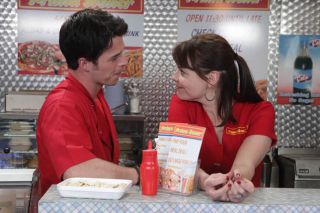 Tracy sets out to seduce Ryan (VIDEO)