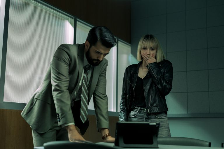 PHOENIX RAEI as ROSHAN AMIR and ZOE KAZAN as PIA BREWER in episode 102 of CLICKBAIT. Will there be a season 2 of Clickbait on Netflix?