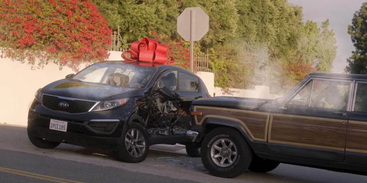 dead to me season 2 finale ben hitting jen's car