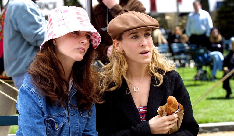"""Kristin Davis and Sarah Jessica Parker during Kristin Davis and Sarah Jessica Parker on Location For """"Sex and the City"""" on May 08, 2001 at Central Park in New York City, New York, United States."""