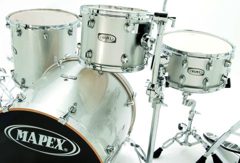 The all-maple shells are almost identical to those found on Mapex's top Orion range